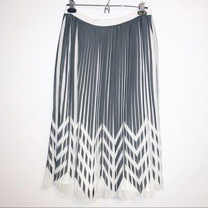 BANANA REPUBLIC Grey/White Pleated Skirt